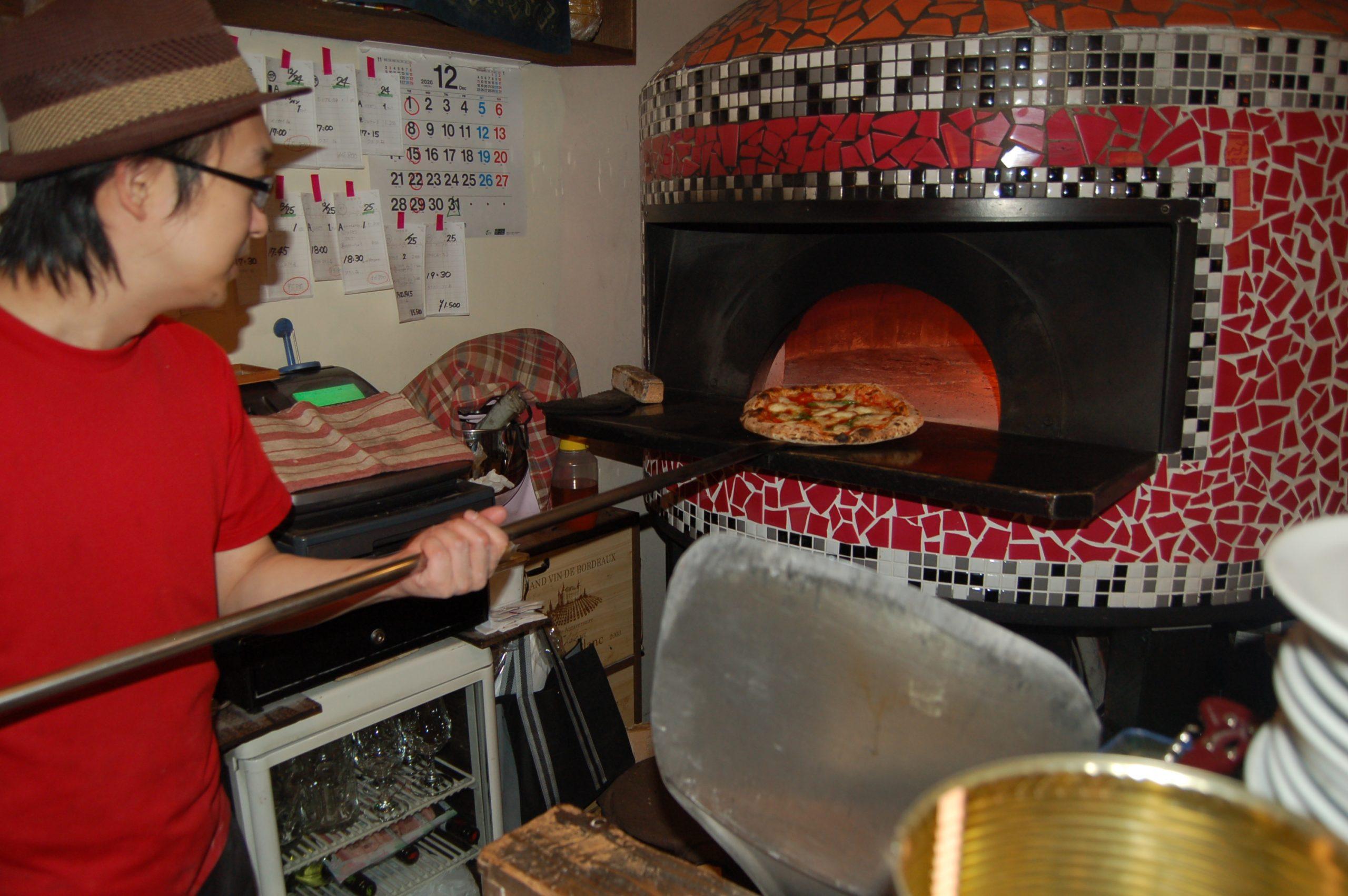 職人の技、石薪窯へのこだわりは素材へのリスペクト